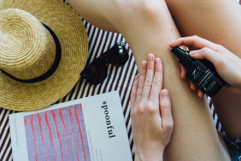 Difference Between Tanning Oil, Tan Extender and a Gradual Tanner